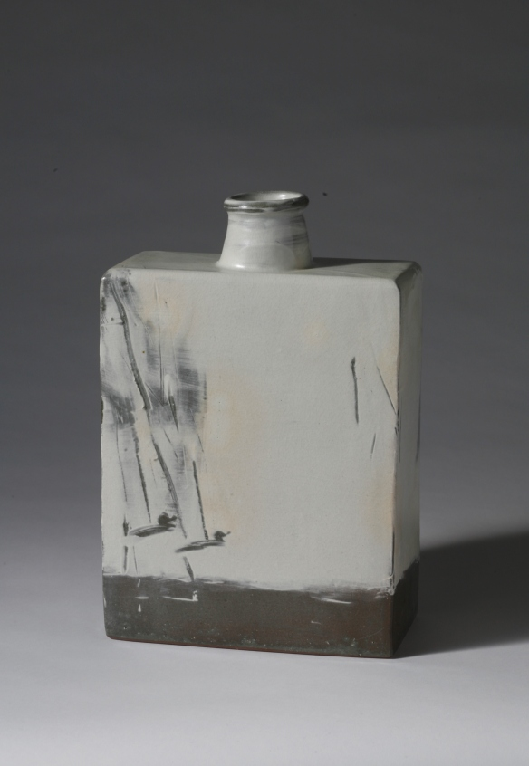 Sung-Jae Choi // Buncheong Jar // White slip and finger drawing