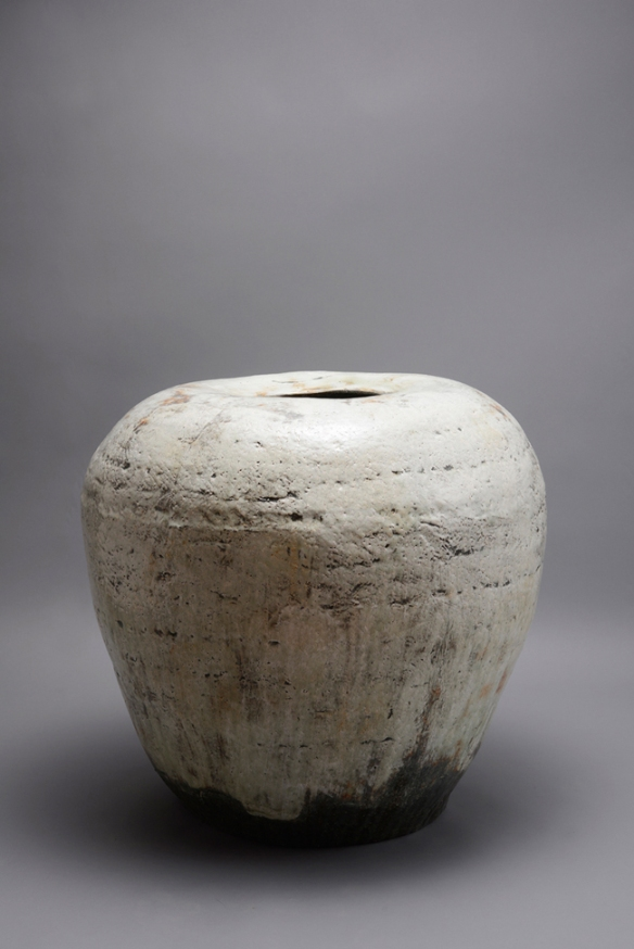 Kang Hyo Lee // Puncheong Mountain Water //  71 x 65 x 66 cm // Ceramic with ash glaze