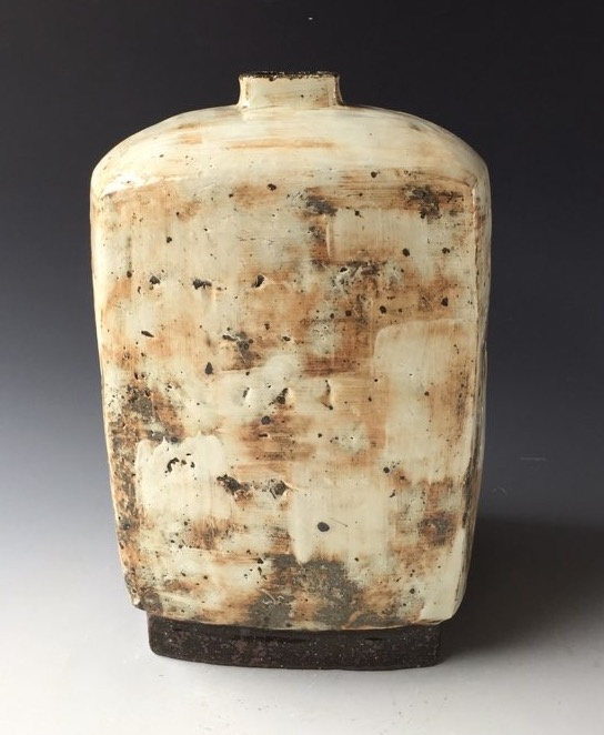 Kang Hyo Lee // Glazed ceramic // 24 x 24 x 35 centimeters